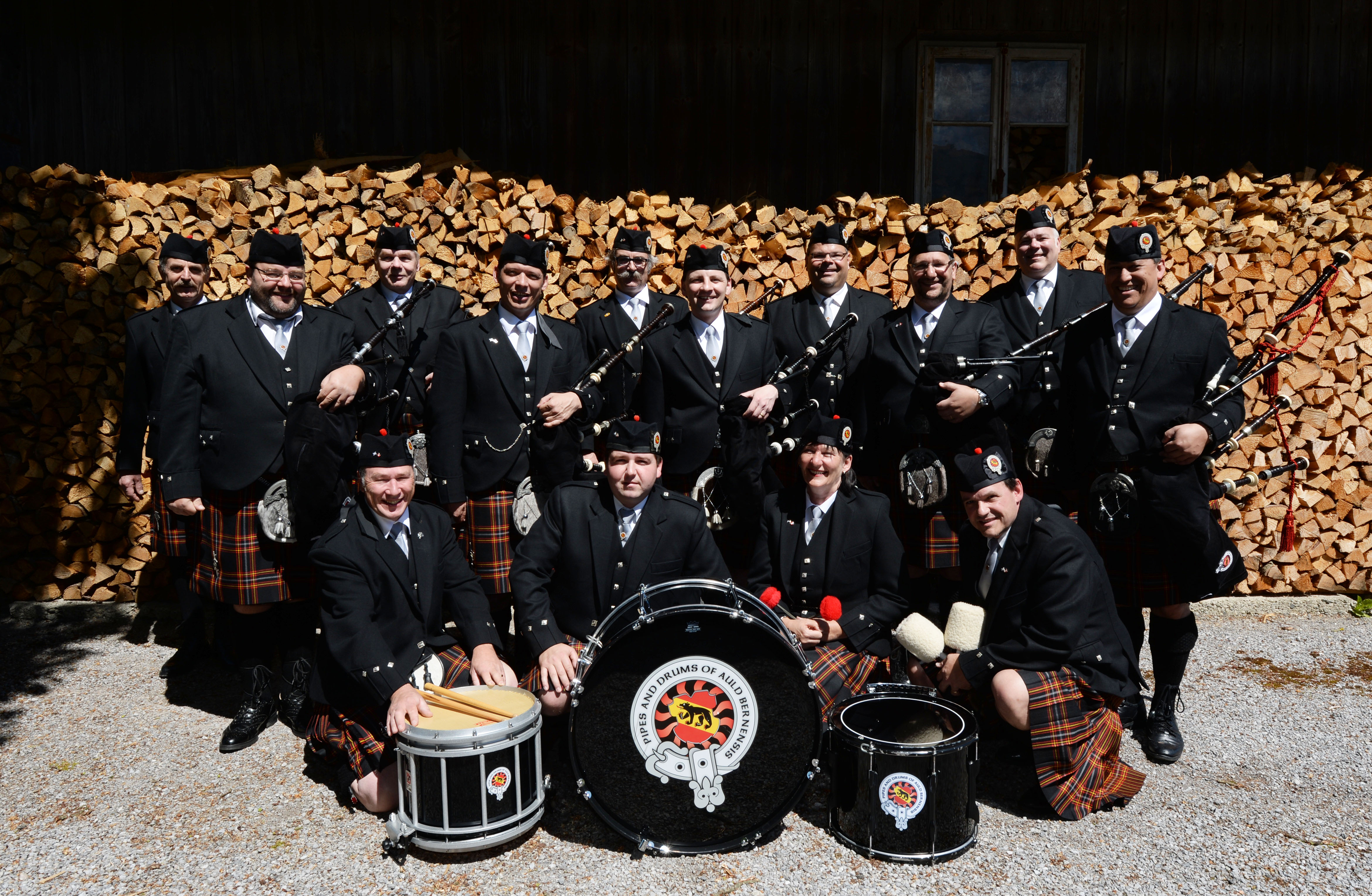 Pipes and Drums of Auld Bernensis.